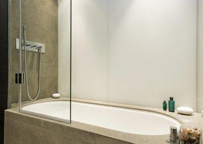 Walled Hinge Bath Screen 3